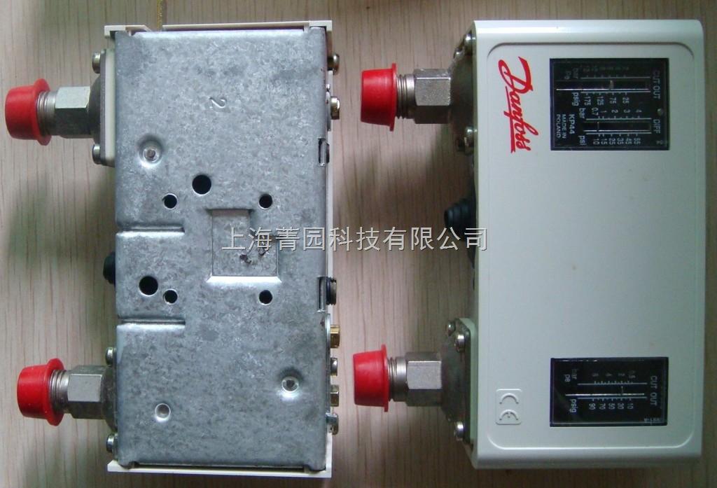 产品名称:丹佛斯压力开关KP44 产品型号:KP44 产品报价:4000 产品特点:Danfoss KP系列压力开关适用于工业应用中的调节、监控和报警系统。 KP系列适用于气体介质,避免过低的吸气压力和过高的排气压力。 控制器也可用于制冷和空调系统中制冷压缩机和带风冷冷凝器风扇的启动和停止。 KP 型压力控制器带有单级双郑转换开关,开关位置根据压力控制器的设定值和接口处的压力确定。
