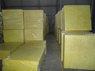 加入适量的酚醛树脂,经高温熔隔固化加式而成
