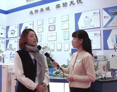 张总接受记者采访